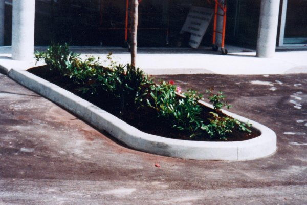 kwik kerb landscape edging concrete carpark curbing laid by